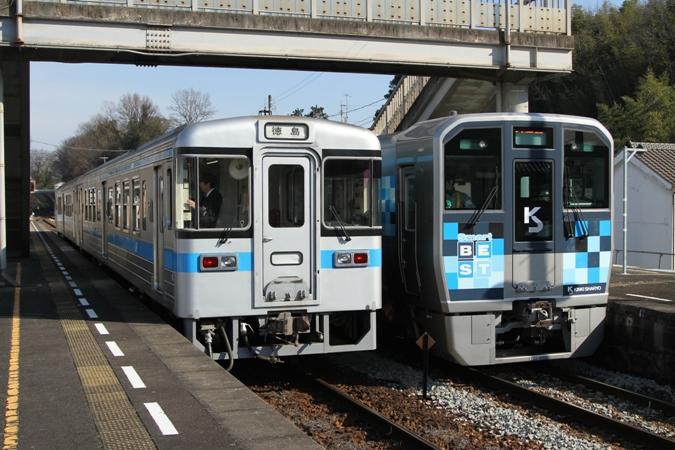 454Dと交換し、発車していきました (写真:徳島線 阿波川島駅) こ... 近畿車輛の「Sma